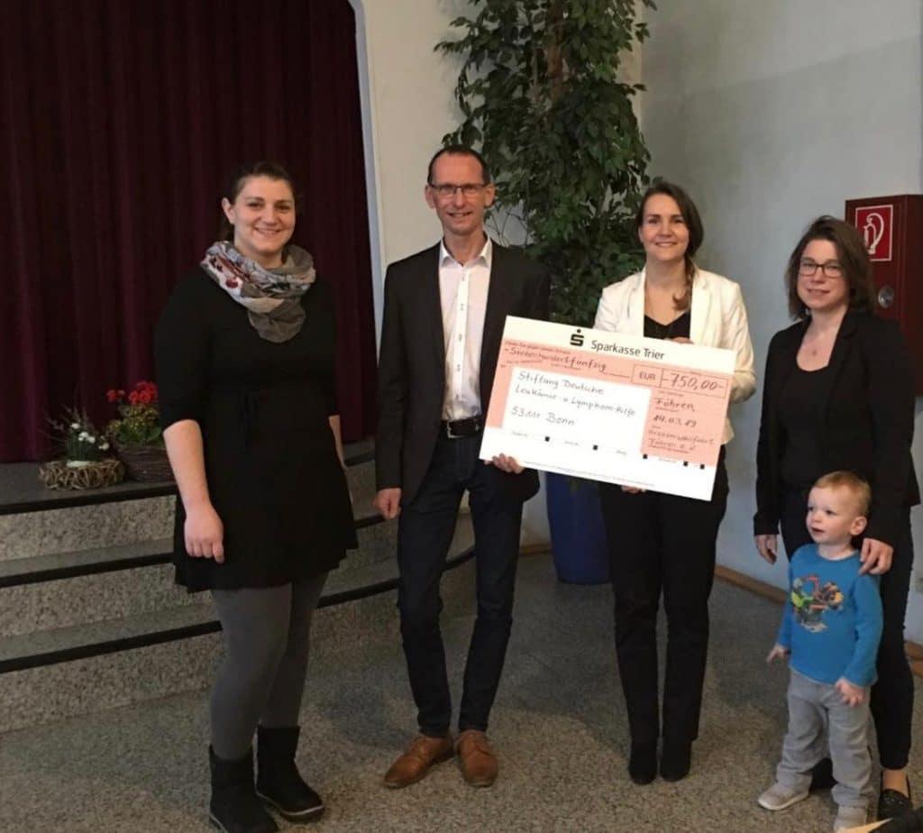 Übergabe Spendencheck AWO Föhren