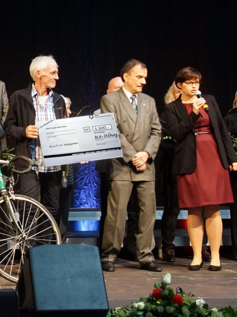 Übergabe Spendencheck an B.L.u.T. e.V. Weingarten